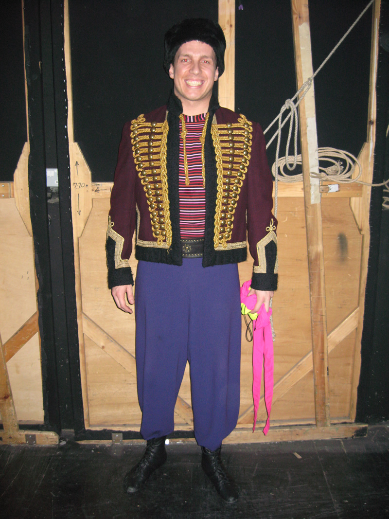 ensemble-circus-male-2