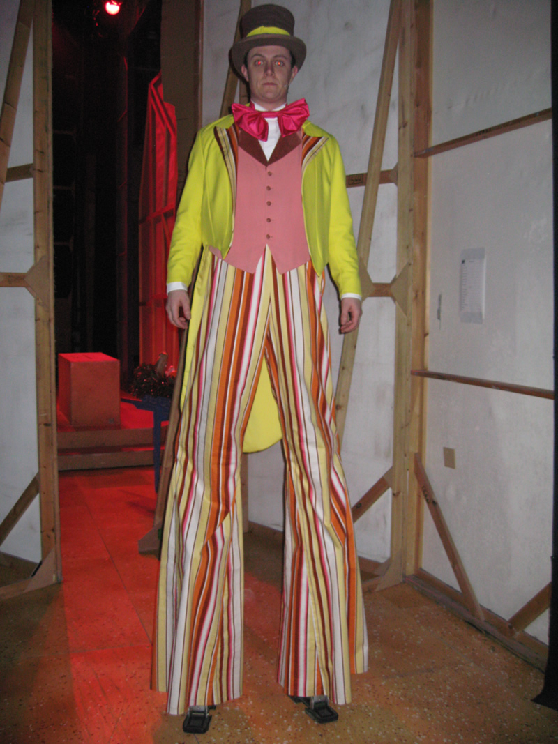 ensemble-circus-male-3-no-stilts-provided