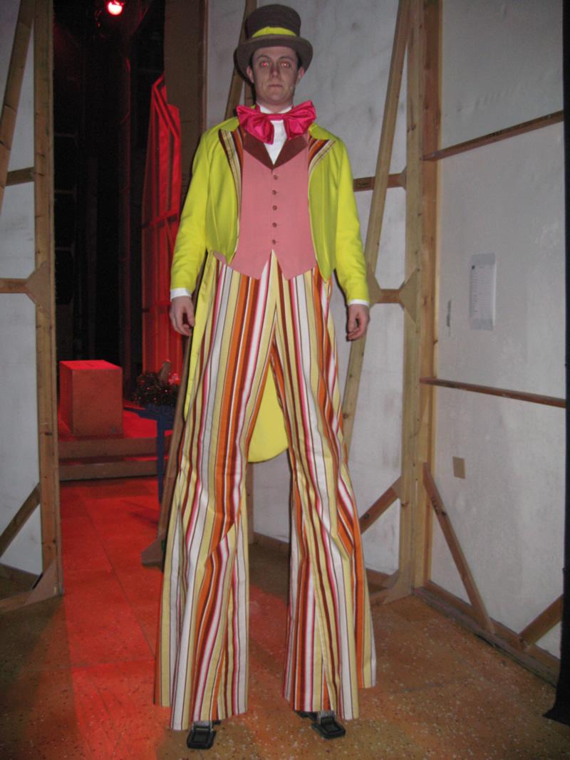 ensemble-circus-male-3-no-stilts-provided