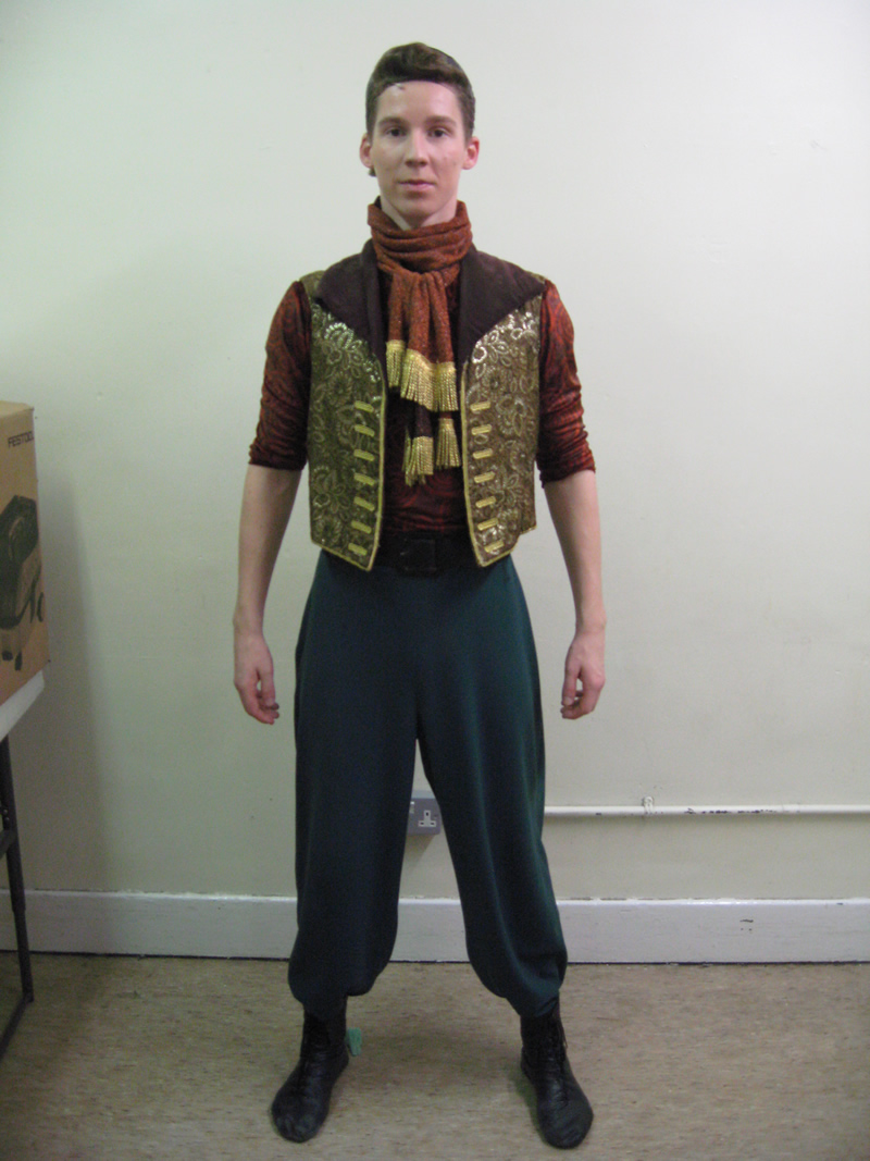 ensemble-circus-male-4