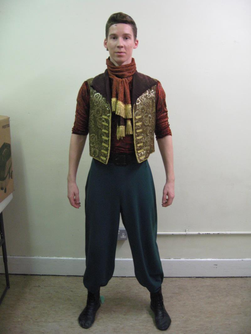 ensemble-circus-male-4