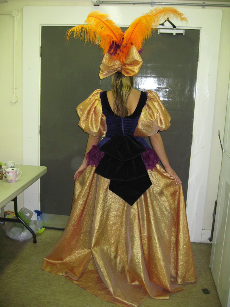 ensemble-finale-female-back-of-dress