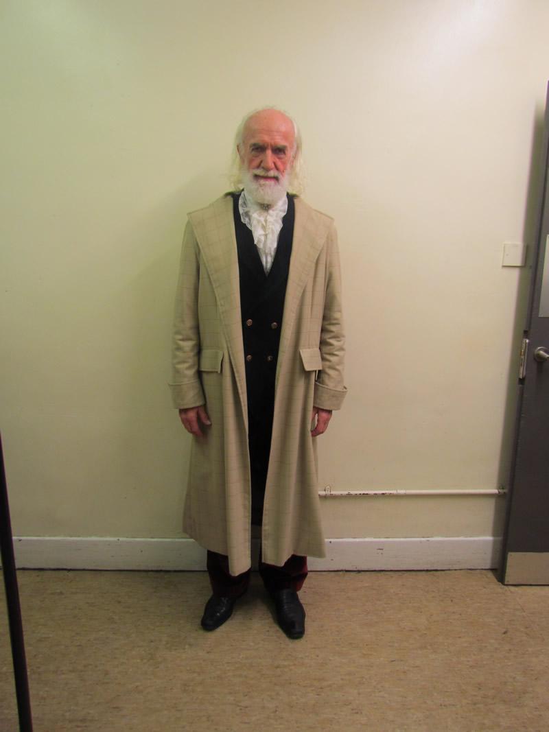 leonardo-professor-with-coat