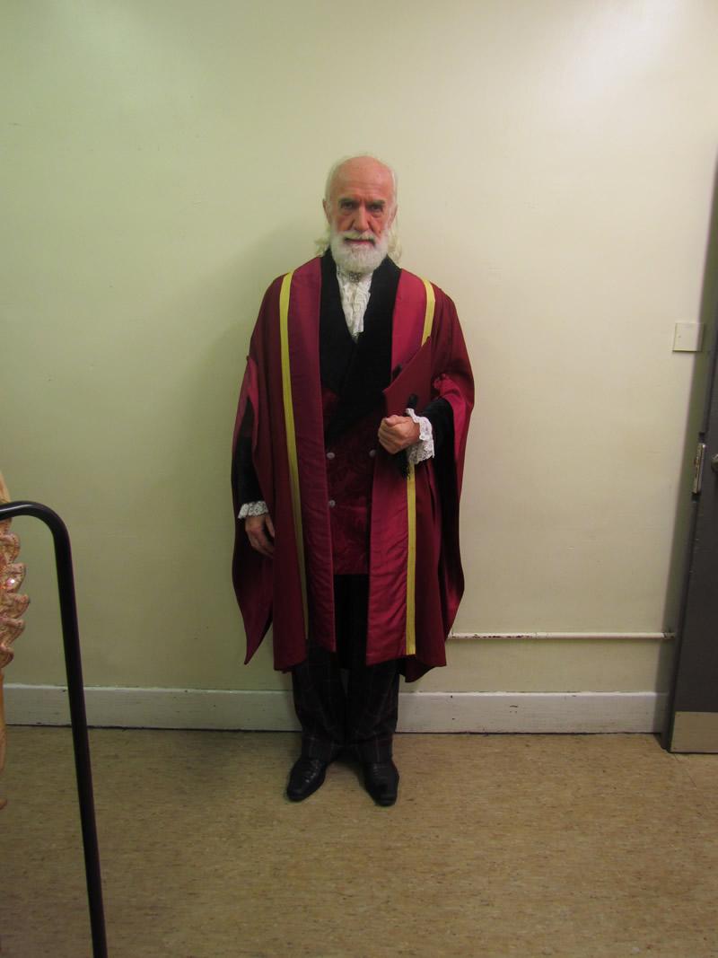 leonardo-professor-with-gown